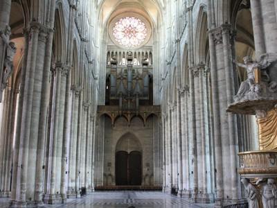 cathedrale_interieur_c_cs.crampon.jpg