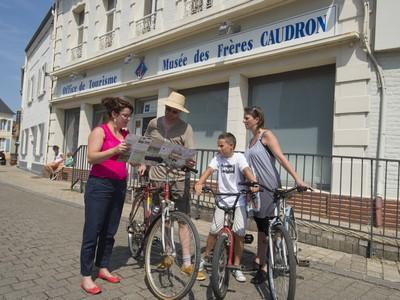 rue-officedetourisme-velo-famille-groupe-creditcomdesimages1.jpeg
